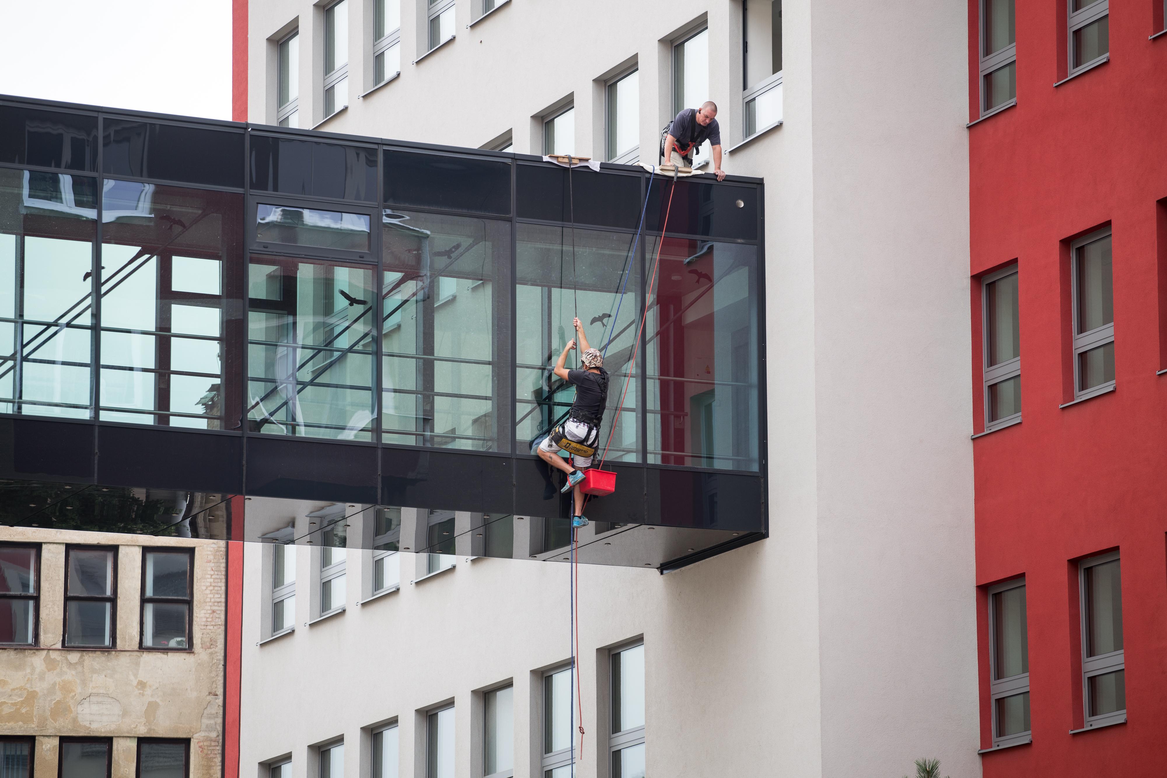 Mytí oken a skleněných ploch v Praze