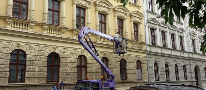 Čištění fasád ve výšce Brno