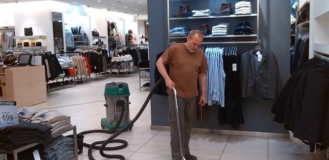 Mytí podlahy s profesionály Praha