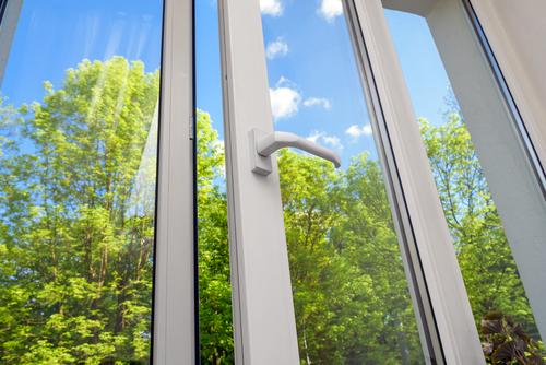jak vyleštit okna bez šmouh